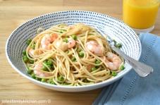 Spelt spaghetti with peas and prawns