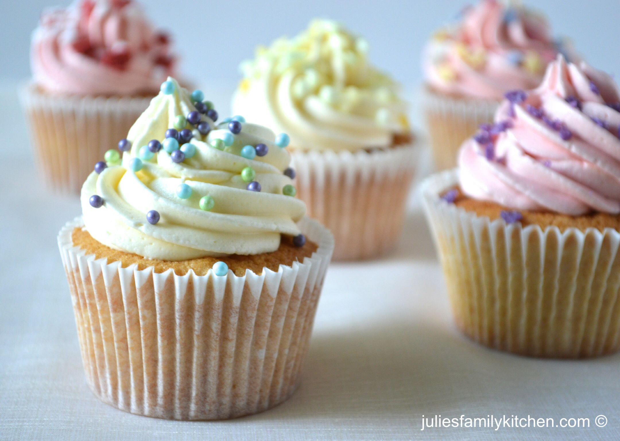 Vanilla Cupcakes plus Dr Oetker Cake Decorations Review ...
