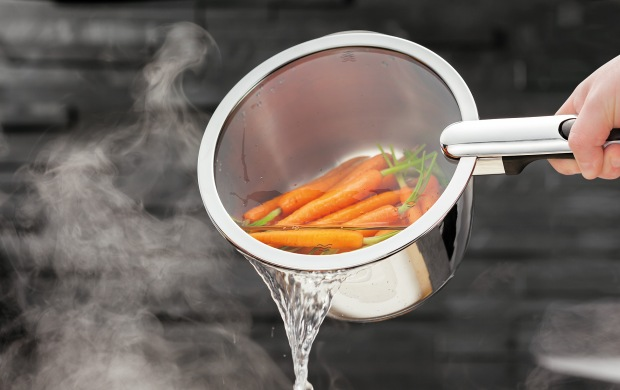 Stellar Tate draining saucepan